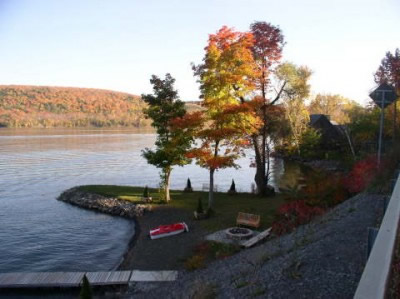 fall_foliage-lake-front