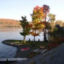 fall_foliage-lake-front